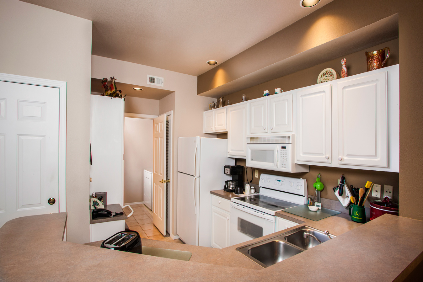 2 Bedroom End Townhome – Kitchen