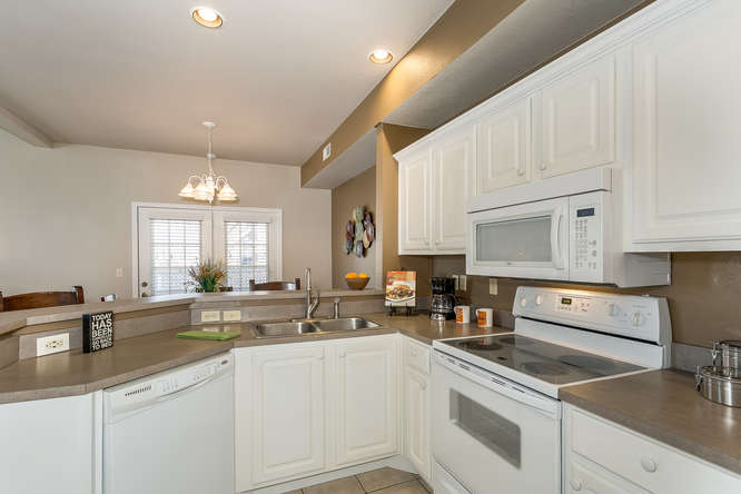 9911 E 21st St N Wichita KS-small-007-18-Kitchen-666×445-72dpi