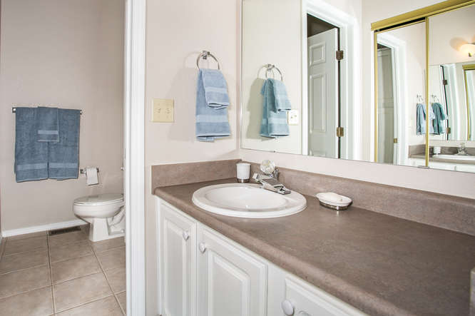 9911 E 21st St N Wichita KS-small-016-25-Bathroom-666×444-72dpi